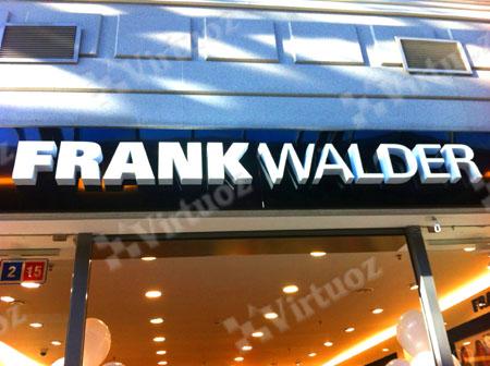 5877d1d2797a Существует крылатая фраза  «Театр начинается с вешалки», уместно было бы ее  перефразировать, применяя к магазинам модной одежды  «Любой магазин  начинается с ...